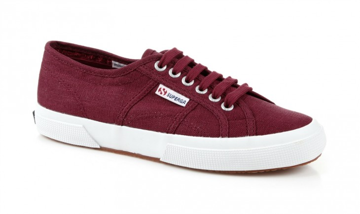 TRY: Superga2750 Linen Low Top Sneakers in Scarlet features an extra strong, fully breathable luxury linen upper with a vulcanized rubber sole.