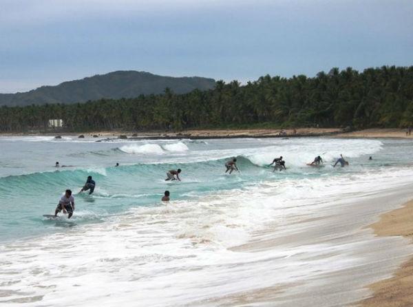 Dahican Beach photo by Elvi Hingcayog of the Ako ay Filipino blog