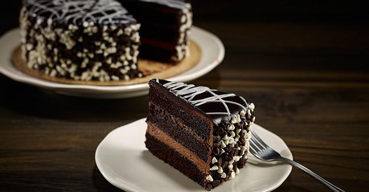 starbucks-summer-2015-sip-go-food-choco-cake