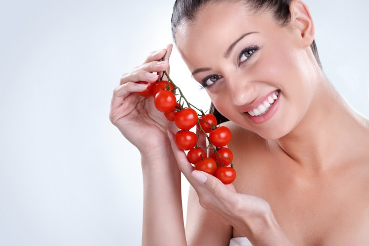 woman with cherry tomatoes_106741664