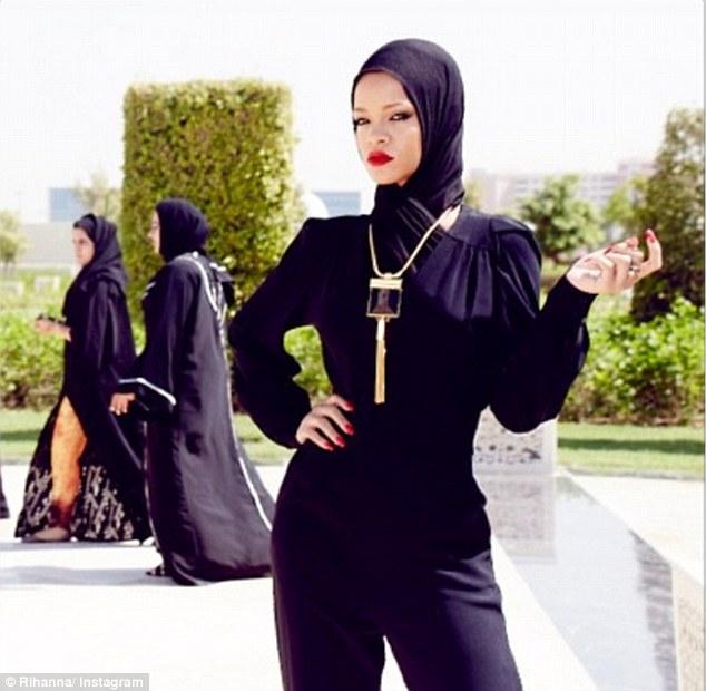 Photo of Rihanna from DailyMail.co.uk