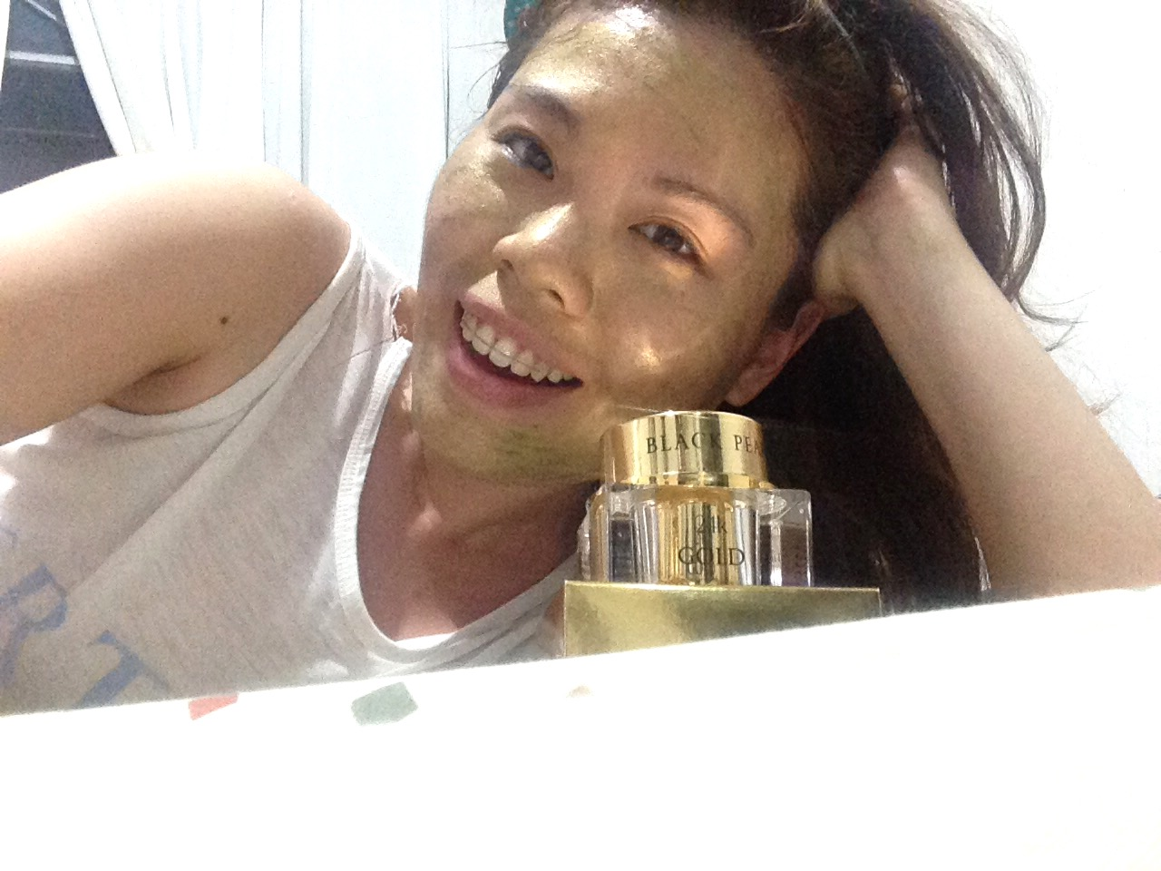 Black Pearl Cosmetics 24k Gold Mask Product Review - With the Mask on